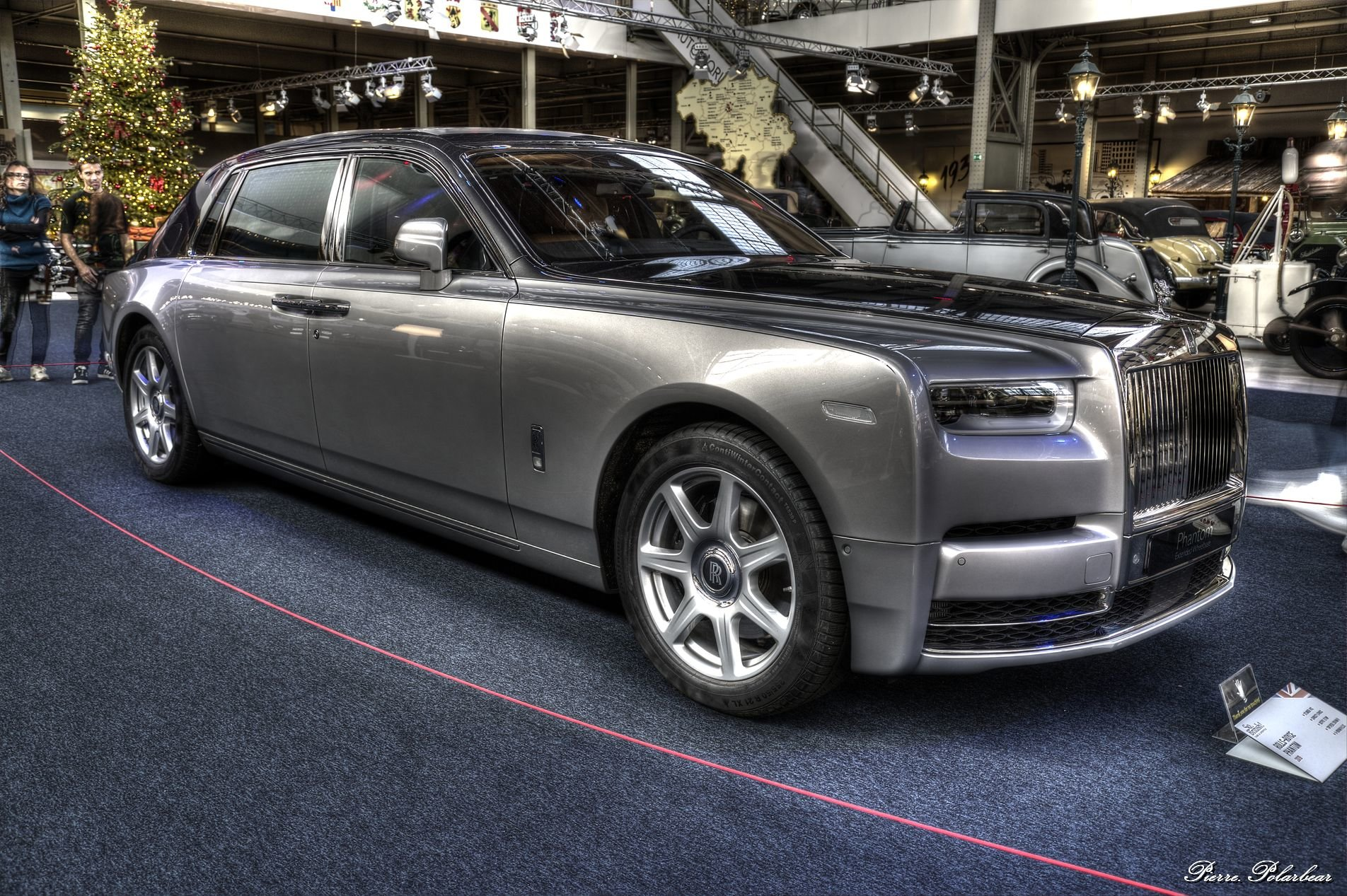 2019-Rolls-Royce-Phantom-03