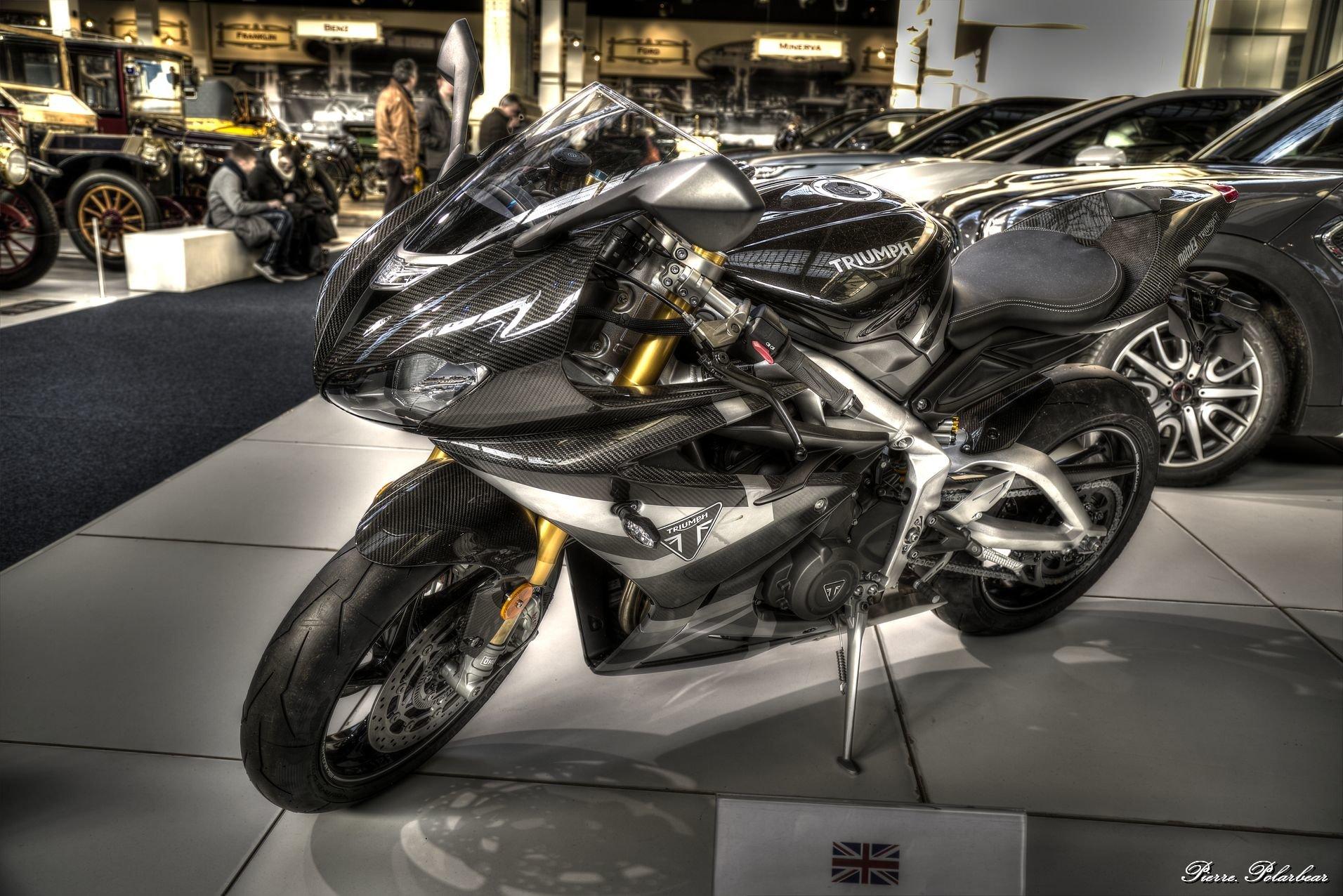 2020-Triumph-Daytona-765-Moto2-LE-01