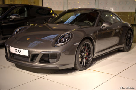 2018-Porsche-911-Carrera-4-GTS-02